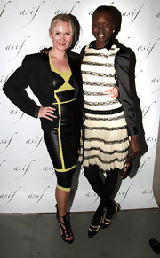 Alek Wek completed her ensemble with vintage-chic black and nude pumps.