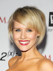 Nicky Whelan worked a modern and trendy bob at the 2011 Maxim Hot 100 party.