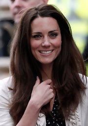 Kate Middleton emphasized her eyes with dark liner and neutral eye shadow.