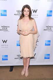 Anna Kendrick complemented her gorgeous dress with nude laser-cut peep-toe pumps.