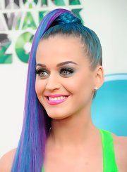 Katy Perry sported simple gold studs at the 2012 Kids' Choice Awards.