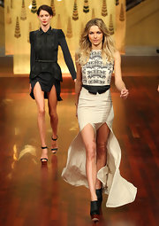 Jessica Hart completed her runway look with a pair of black ankle boots with wooden platforms.