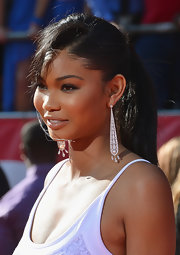 Chanel Iman glitzed up her look with a pair of diamond and pearl chandelier earrings.