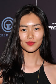 Except for some red lipstick, Liu Wen went makeup free when she attended the 'Amazing Spider-Man' special screening.