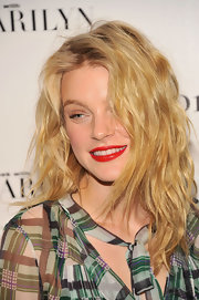 Except for that super-red lip, Jessica Stam kept her beauty look minimal.