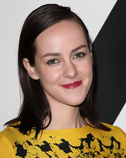 Jena Malone kept it super simple with this straight, shoulder-length hairstyle at the All In for the 99% event.