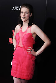 Kristen Stewart contrasted her sweet pink dress with a dark mani for the premiere of 'The Runaways.'