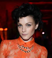 Jessica Stam wore her hair in messy-glam pinned-up ringlets during the Apollo Circle benefit.