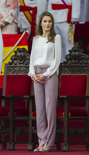 Princess Letizia opted for bow-adorned nude kitten heels to complete her ensemble.