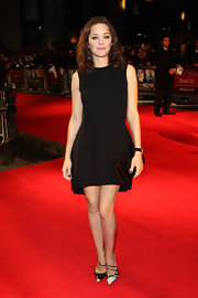 Marion Cotillard polished off her sleek ensemble with a black Dior leather clutch.
