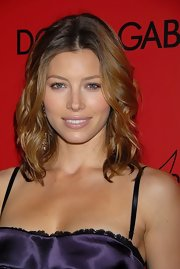 Jessica Biel styled her hair with a center part and piecey waves for the Art of Elysium event.