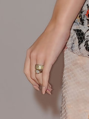 Katy Perry showed off her elegant wedding band at the 2011 American Music Awards.