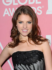Anna Kendrick wore her hair in ultra-girly waves during the Golden Globes party saluting young Hollywood.