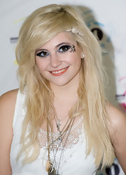 Pixie Lott rocked a messy 'do at the Radio 1 Big Weekend event.