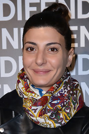 Giovanna Battaglia perked up her look with a colorful print scarf.