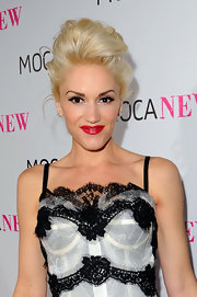 Gwen Stefani topped off her look with a messy-sexy updo when she attended the MOCA New 30th anniversary gala.