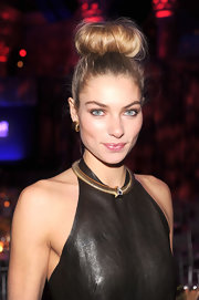 Jessica Hart topped off her amfAR New York Gala look with a playful top bun.