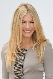 Sienna Miller looked super trendy with her face-framing layers at the Burberry fashion show.