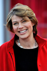 Kate Silverton kept it casual with this short side-parted 'do at the UK premiere of 'African Cats.'