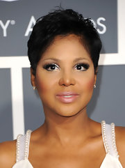 Toni Braxton was tomboy-chic at the 2011 Grammys wearing this textured short cut.