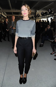 Ulyana Sergeenko completed her low-key look with a pair of black loafers.