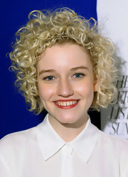 Julia Garner rocked messy-cute curls at the Verge List Party.