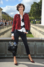 Ines de la Fressange chose to wear a pair of cropped pinstripe skinny pants.