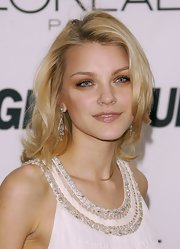 Jessica Stam kept her beauty look subtle, with the only hint of boldness coming from a heavy application of neutral eyeshadow.