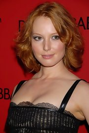 Alicia Witt wore her hair in a tousled bob at the Dolce & Gabbana and Penelope Cruz collaboration announcement.