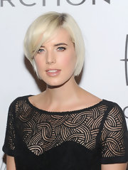 Agyness Deyn wore her hair in a short blonde bob at the 2011 ACE Awards.