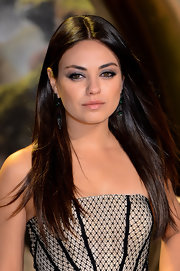 Mila Kunis went for a simple yet elegant straight hairstyle when she attended the premiere of 'Oz the Great and Powerful.'