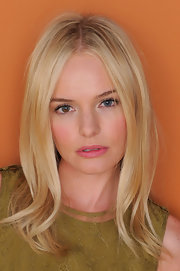 Kate Bosworth looked very pretty wearing her hair in a center part with wavy ends during her Sundance portrait session.