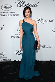 Liu Wen looked stunning at the Chopard Mystery Party in a goddess-worthy teal one-shoulder gown by Roberto Cavalli.