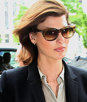 Linda Evangelista left her hair down and unstyled as she appeared at court.