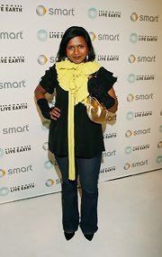 Mindy Kaling's fingerless gloves added a funky touch.