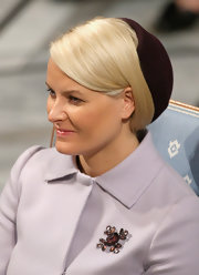 Princess Mette-Marit adorned her coat with a gemstone brooch for the Nobel Peace Prize.