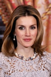 Princess Letizia looked very classy with her double-strand freshwater pearls and dangling earrings.