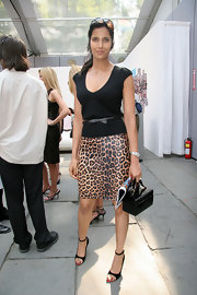 For her bag, Padma Lakshmi chose a boxy black patent purse.