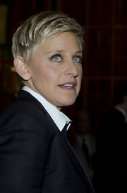 Ellen DeGeneres wore a textured short 'do at the 2012 Mark Twain Prize for American Humor.