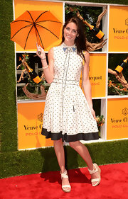 Hilary Rhoda completed her summer-chic look with white Stuart Weitman espadrille wedges.