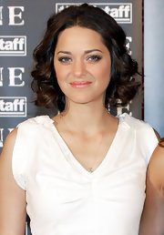Marion Cotillard attended the 'Nine' Rome photocall wearing a super-sweet curly 'do.