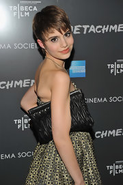 Sami Gayle carried a textured black leather clutch when she attended the premiere of 'Detachment.'