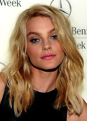 Jessica Stam made an appearance during Mercedes-Benz Fashion Week wearing gorgeous high-volume waves.