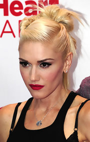 Gwen Stefani wore her hair with lots of twists and a huge bun for the iHeartRadio Music Festival.
