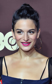 Jenny Slate amped up the chic factor with a pair of oversized gold hoops.