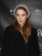 Rooney Mara accessorized with a gray cable beanie at the Kenneth Cole Black & Gen Art party.