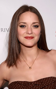 Marion Cotillard sported pin-straight hair at the Oscar Wilde: Honoring the Irish in Film Awards.