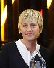 Ellen DeGeneres looked youthful with her messy cut at the 2009 People's Choice Awards.