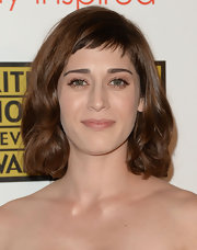 Lizzy Caplan kept it sweet with this curly bob at the 2013 Critics' Choice TV Awards.