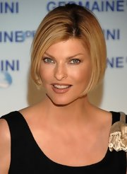 Linda Evangelista looked chic with her bob at the launch of 'Excel Teraphy O2.'